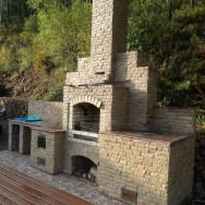 Барбекю комплекс: Мангал, тандыр, печь, отделан природным камнем