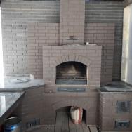 Барбекю комплекс: Мангал, тандыр, печь, отделан клинкерной плиткой столешки гранит